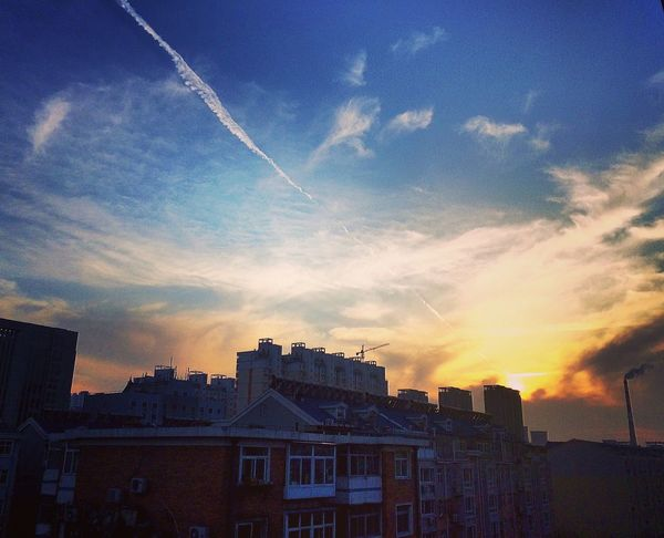 It's a good afternoon.🌇🌆 Skyline Skyporn Sky Sunshine Sunset Golden Warm Nature Clouds And Sky