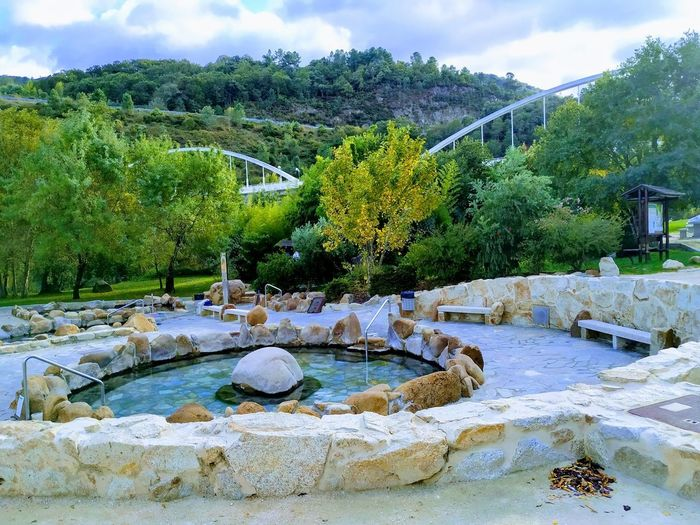 termas de otoño en Ourense Therapy 🌳 Hot Spring Hot Springs Autumn🍁🍁🍁 Wetseason Wet Day Relaxation Relaxing Moments Termas Termal Pool Termal Waters Green Color Ever Green Green Green Green!  Blue And Green Mood Moody Sky Tree Sky Tranquility Rocky Mountains Calm Tranquil Scene Idyllic Beauty In Nature Horizon Over Water Non-urban Scene Countryside Scenics Growing