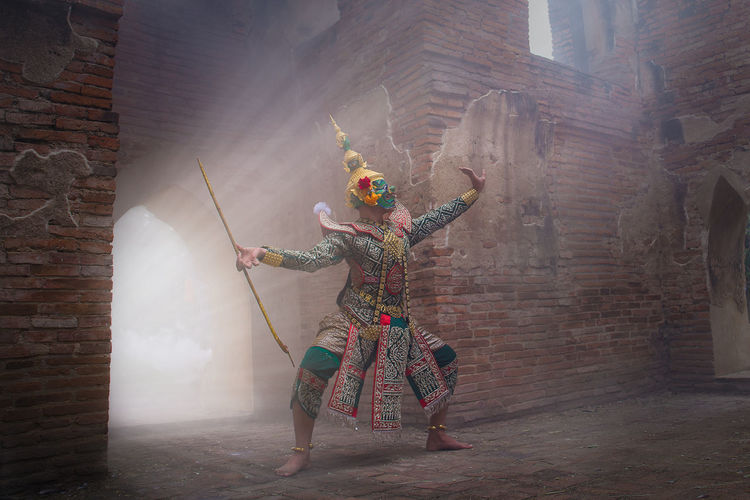 Ramayana Thos-sa-kan character in the Ramayana novel. Architecture Traditional Clothing Clothing Traditional Festival Celebration People Day Men Creativity Arms Raised Ramayana Todsagun Show