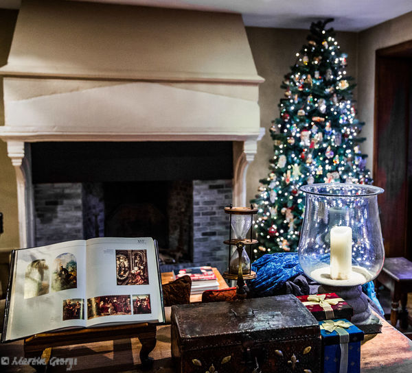 Hotel Bonifacius Arrangement Book Brugge, Belgium Candle Christmas Christmas Lights Christmas Tree Collection Decoration Display Egg Timer Fireplace Indoors  Sands Of Time  Sands Of Time ⌛ The Culture Of The Holidays