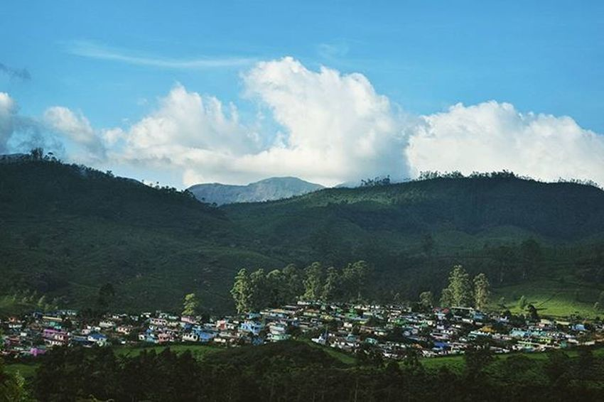 A town in the hills ! Munnar Kerela India Picoftheday Photoadaychallenge Photooftheday Photogrid Photography Pictureoftheday Storiesofindia _iso Mountains Hiking Scenery Nature Landscape