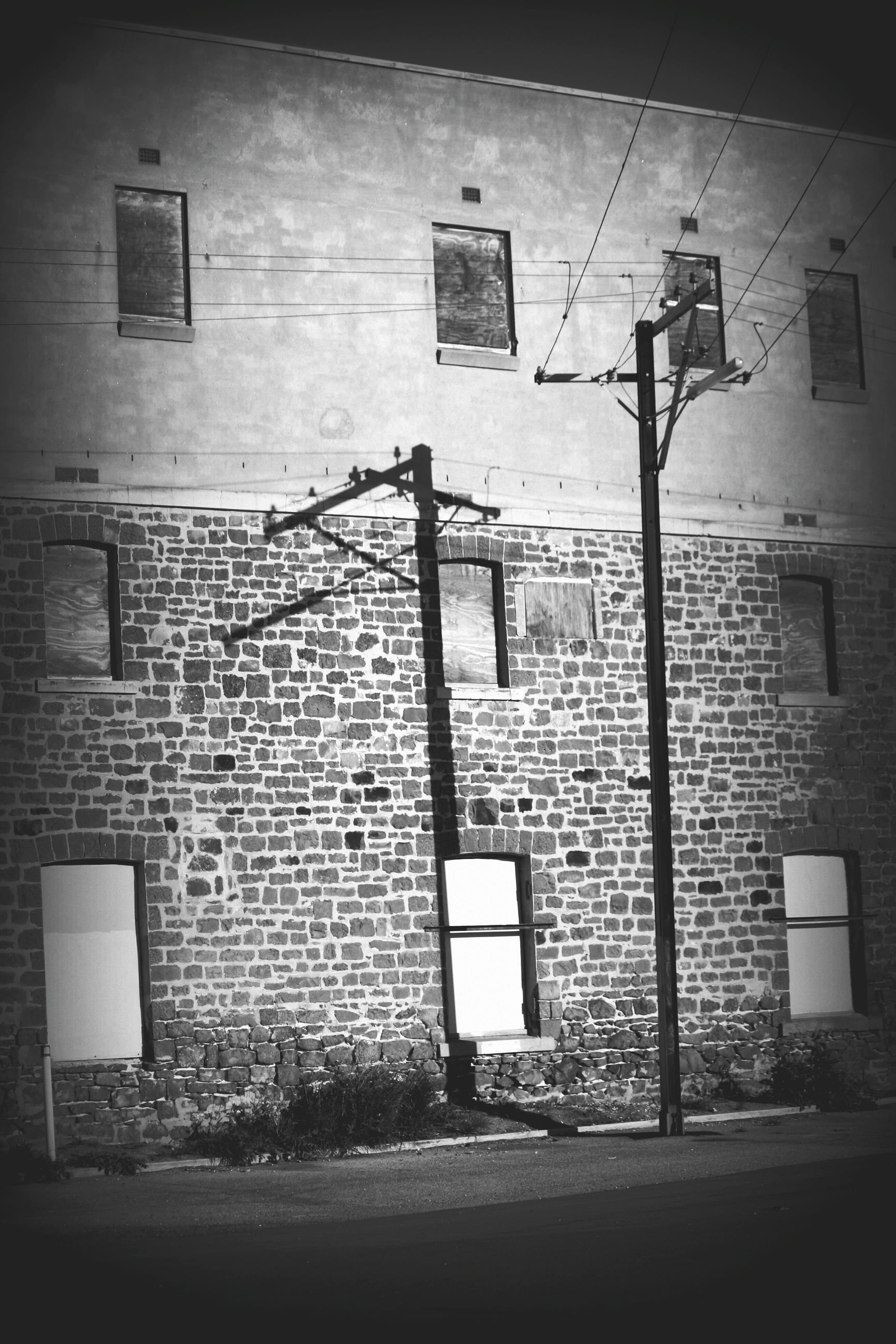 architecture, built structure, building exterior, wall - building feature, brick wall, wall, window, no people, day, house, outdoors, lighting equipment, building, sunlight, shadow, street, old, street light, residential structure, residential building