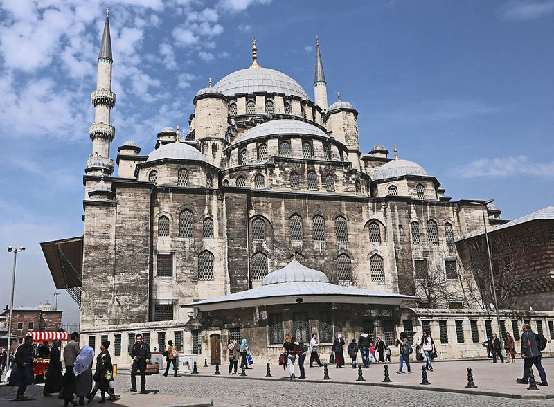 Istanbul Old Mosque Adult Adults Only Architecture Building Exterior Built Structure City City Life Crowd Day Dome Façade History Istanbul Istanbul City Istanbul Musque Istanbul Turkey Large Group Of People Men Musque Outdoors People Place Of Worship Religion Travel Destinations