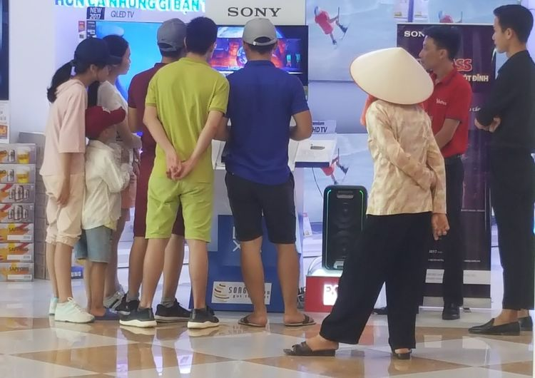 Granny watches the game ... Vietnamese lady in conical hat visits mall in Da Nang. Indoors  Women Adult Đà Nẵng Vietnam Groups Videogames Malls Vincom Conical Hats