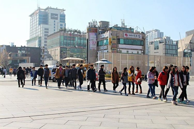 Seoul Koreans Walking Friends South Korea Teens Tour Travel Photography Together Crossing Asian  Wanderlust City Buildings