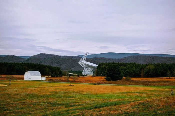 At the National Radio Telescope Observatory the Green Bank Radio Telescope stands as man's largest movable telescope with a diameter of 100 meters! Telescope Radio Moveable Largest America Greenbank Astronomy Cloudyday Grass Yellow National Westvirginia Mansaccomplishments ItMoves Record Instagood Looktothestars Beautiful Picoftheday Instafollow Ztprod