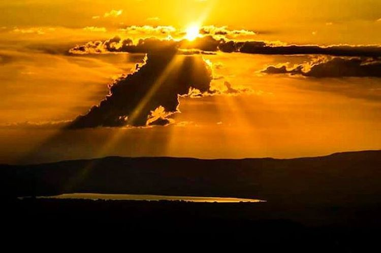 Umutları güneşle uzaklara yollayıp devam ettik yolumuza. Bundan böyle aydır yol göstericimiz. İsmail Balı © 2015 Bolu  / Turkey Ismailbalıphotography Moment O_an Lake Sunset End Day Clouds Nikond610 Instagood Instalike VSCO Vscocam Vscolovers Nature Gunun Fotoğrafı @natgeoyourshot @natgeotravel