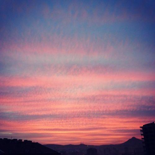 Konya'da kırmızı gökyüzü 😊 Konya Konyainstagram InstaKonya Nofilter Böylegökyüzübirdahazorbulunurdedikfotoğrafındibinevurduk Sağaltköşededetakkelidağ