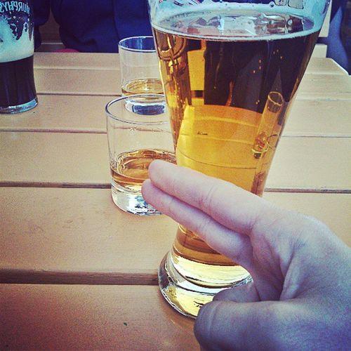 Föser undan ölen för att komma åt pinnen @alexschulman