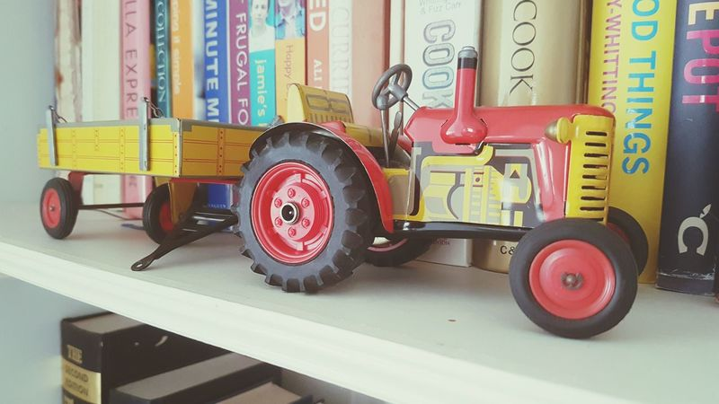 The bookshelf tractor Old-fashioned Wheel No People Day Tire Indoors  Toy Toys Toyphotography Books Bookshelf Bookshelf Order Tractor Tractors Tractor Love Tractorlife Toy Tractor