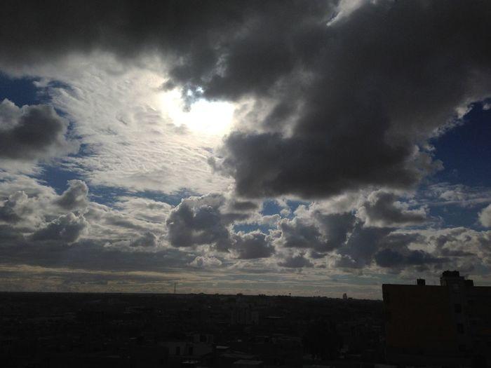 Without any photoshop سبحان الله شمس وغيوم في نفس الوقت منظر خيااال 🙏🙏☺️☺️