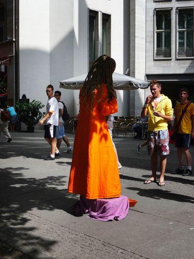 GERMANY🇩🇪DEUTSCHERLAND@ 2008 May Berlin Mitte Street Performance Orange Streetphotography People Man
