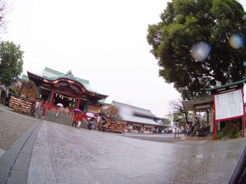 Japan Tokyo Kameido Kameido Tenjin Rain Streetphotography Workers Fisheye Jinja 亀戸天神 Rainy Days 雨の日魚眼レンズはむつかしい。