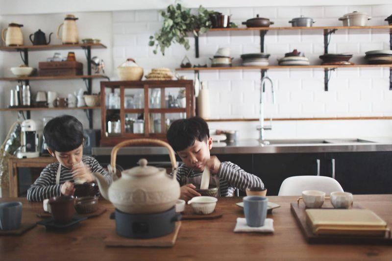 自家做擂茶 Taiwan Kitchen Tea Kitchen Tool Kitchen Life Lifestyles Friendship Togetherness Sitting Domestic Life Domestic Room Bonding Smiling Women Mid Adult Community