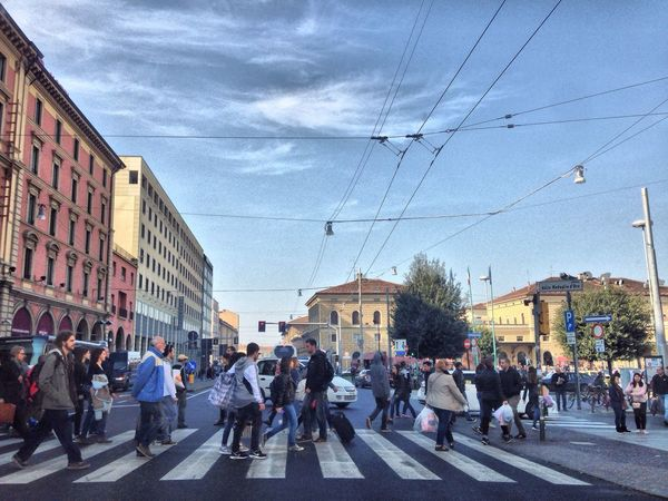 So much Crowd at the station 🙈 Sofiavicchi Sofiavicchiconceptdesign Station Folks Streetphotography Street Photography Road Crossing Crossroads People Traveling Railway Station