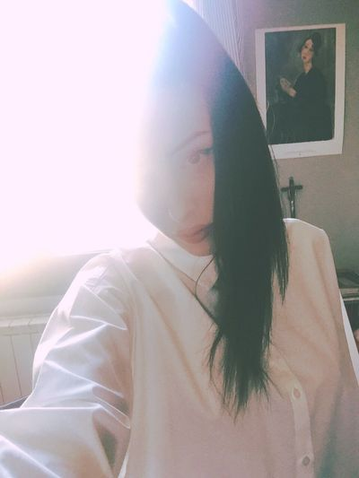 👻 ThatsMe Selfie ✌ Lifestyles Interior Light Sun Morning Light Morning Details Details Of My Life White Shirt White Modigliani Art Home Home Interior Home Is Where The Art Is Hipstamatic Colors Color Portrait