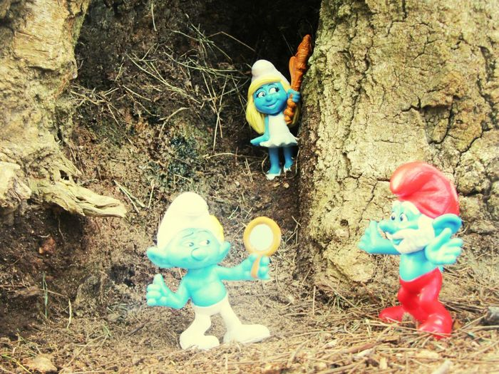 the smurfs... Eye For Photography Spotting Smurfs The Smurfs Taking Photos Toy Little Toy Smurfs Park Nature Ground Level View Ground Level Toys Toys In Nature Day