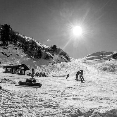 Cerretolaghi Cerreto Mountain Mountains mount monte monti montagne montagne appennino peack cima snow neve sunnyday emiliaromagna emilia ski skiing sciare sciatore winter inverno italy italia