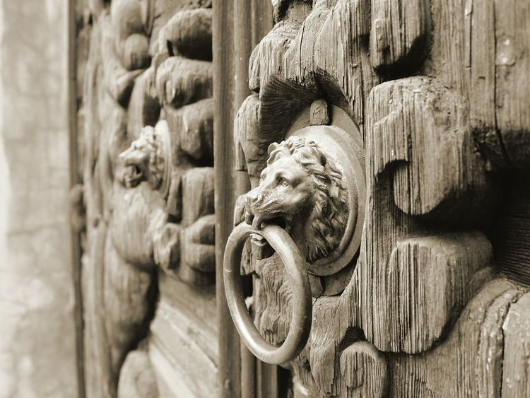 Details Lion - Feline Door Gate Wood Ancient Outdoors Medieval Beauty Culture Stillness Past Town Vintage Close-up Macrophotography Blackandwhite Sepia_collection Veneto Italy Feltre Detail Art Is Everywhere Art And Craft EyeEm Best Shots EyeEm Gallery The Street Photographer - 2017 EyeEm Awards Place Of Heart