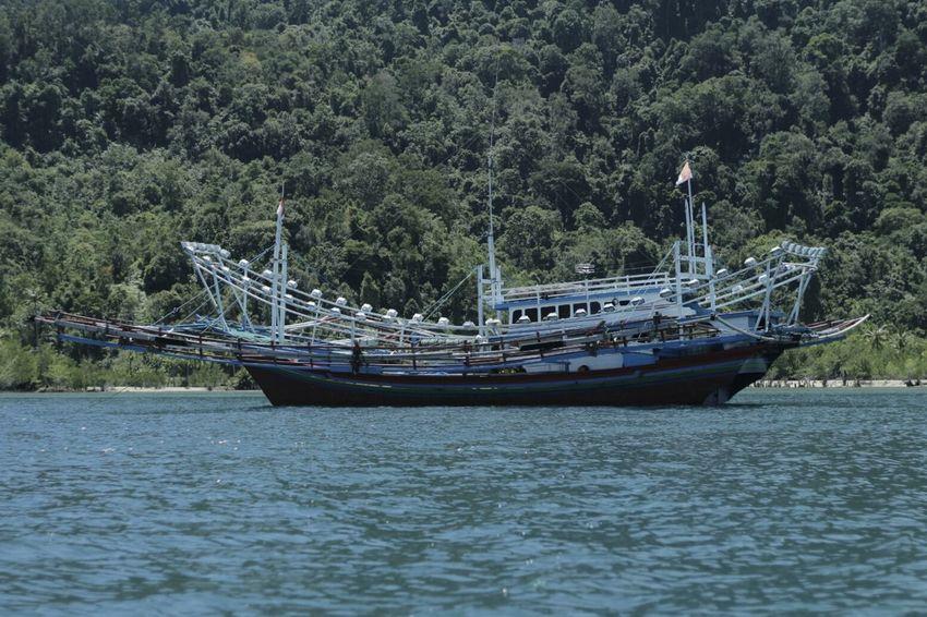 Kapal nelayan indonesia.