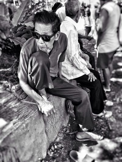 never too old to be cool Old Man Resting Time Sitting In The Park Black & White Black And White Photography EyeEm Best Edits EyeEm Best Shots - Black + White EyeEm Phillipines Olloclip Snapseed Mobile Photography IPhone Photography