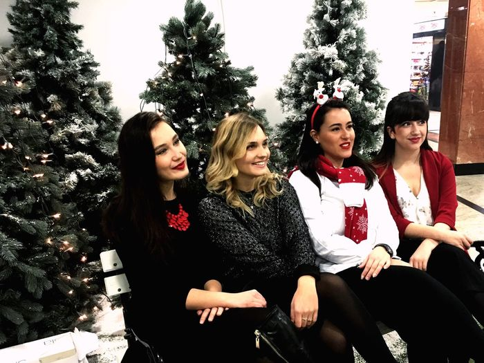 Friends Singers Christmastime Concert HusarTomcic Kaptol Zagreb Advent Red Reindeer Snow ❄ Trees Bench Girls