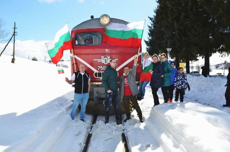 Bulgaria Bulgarian Traditions Bulgarian Nature Bulgarian Stories Bulgarian Flag Sky Mauntain People Nature Photography people and places People Of EyeEm Travel Destinations Train Rodopi Mountain Rodopi Mountain Naturephotography Rodopi Train