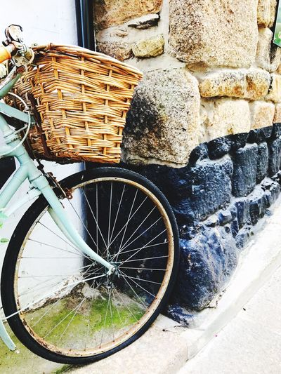 EyeEm Gallery Day Basket Transportation Outdoors Bicycle No People Stone Wall Art Is Everywhere Wicker Basket Simplicity Bike Wheel St IVES, CORNWALL Summer Picnic Tourism Mode Of Transport Vintage Bike
