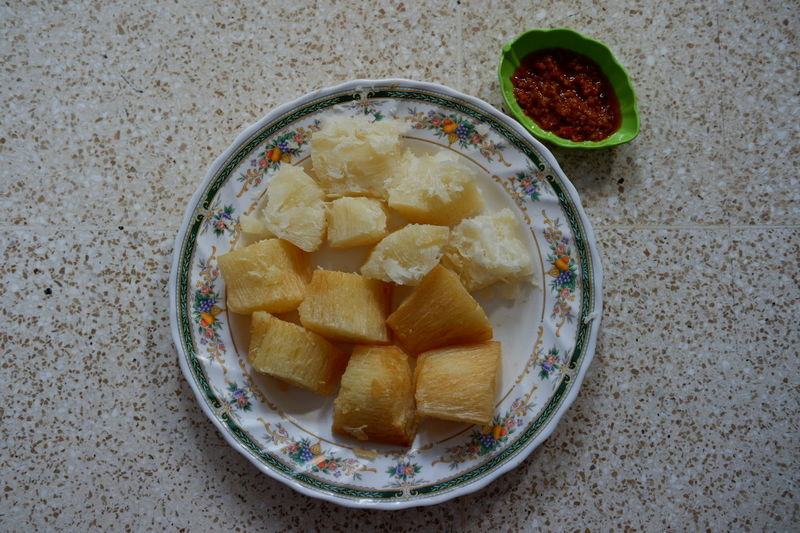 Did you ever try to eat cassava with chilli??? In Indonesia the chilli called SAMBAL TERASI... 😉 Food Snacktime Snacking Indonesiansnack Makassar INDONESIA Foodporn Foodlover Foodpic Foodie Foodiegram Foodie Culture Foodieseyeem Hungry Cassava Sambalterasi