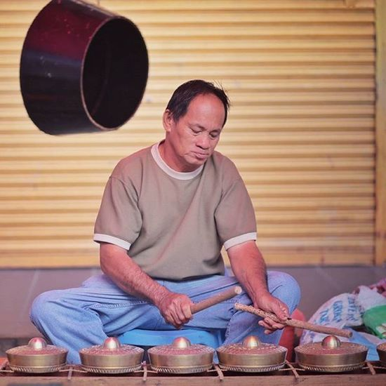 Street Musician Gaya Street - Kota Kinabalu , Sabah Gayastreet Kotakinabalu Sabah Negeribawahbayu Tourism Malaysia Reflexsology Market Pasar Vscomalaysia Vscography VSCO