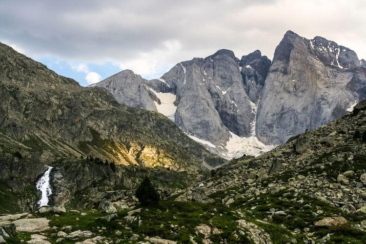 Wanderung in den Pyrenäen. Naturschutzgebiet zwischen Spanien und Frankreich. BACH France Frankreich Gipfel Glacier Gletscher Nature Naturerlebnis Naturschutzgebiet Nebelmeer Pyrenees Pyrenäen Reservation Spanien Wandern