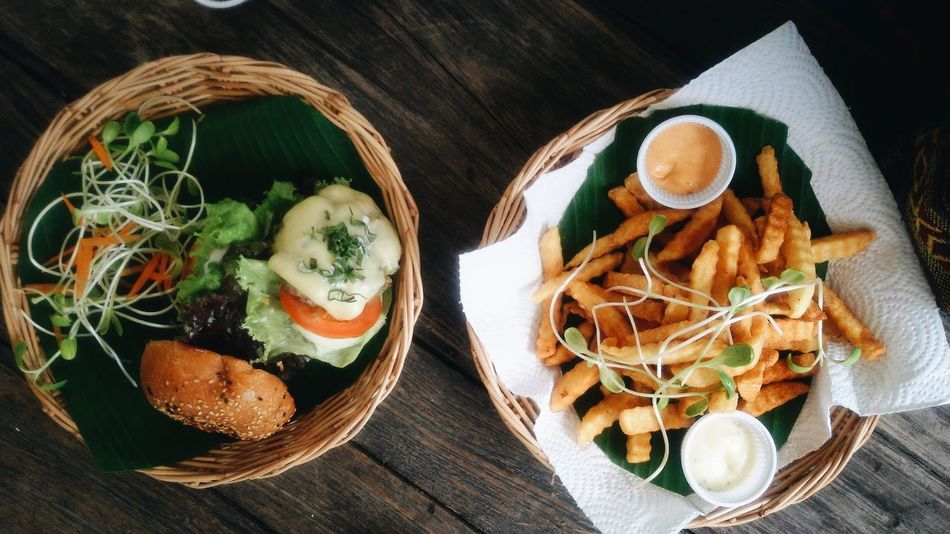 B u r g u r . . . #burger #chaingmai #lost In Chaing Mai #Thailand #tourism #travel Close-up Food Freshness Indulgence Meal Plate Ready-to-eat Served Serving Size Still Life Table Temptation Wood - Material