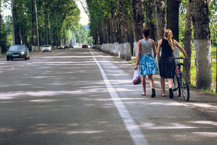 City City Life Day Diminishing Perspective Full Length Lifestyles Road The Way Forward Tree Treelined