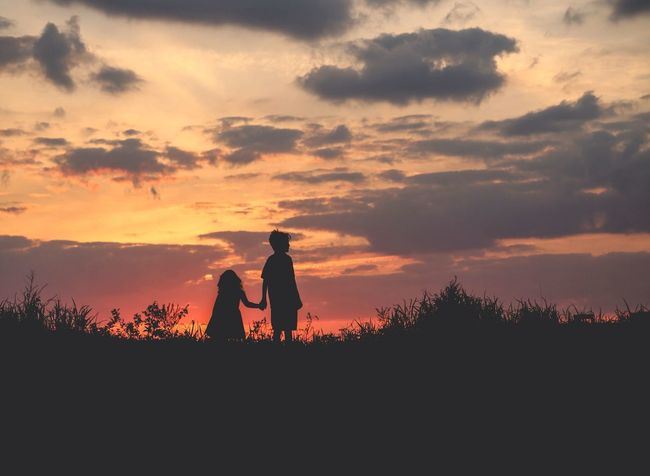 The best thing to hold onto is each other. ♥️ EyeEm Best Shots Eye4photography  Looking Into The Future Sunset Silhouettes The Human Condition We Are Family Rule Of Thirds Learn & Shoot: After Dark