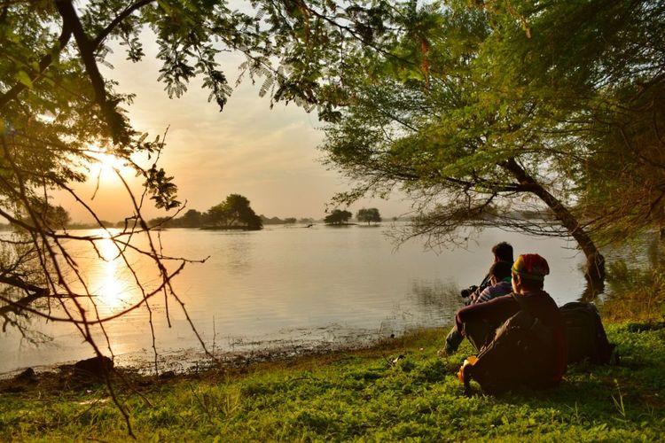 Friedns India Morning Nature Photography Selfportrait Selftimer Sunrise Tholbirdsanctuary Watching Sunrise Waterscape People And Places