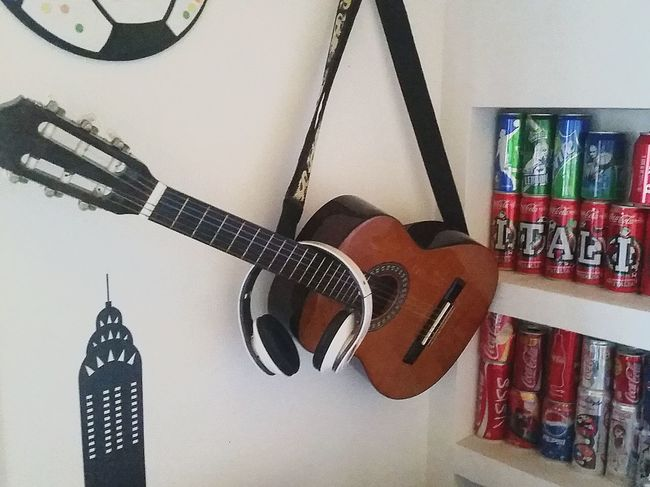Italianboy Headset Hanging Music Musical Instrument No People Day Indoors  Guitar Shelf Room Interior Photography Musical Instruments Teenboy  Teen Life Headphones Musicisallaround Music Time TakeoverMusic TakeoverMusic