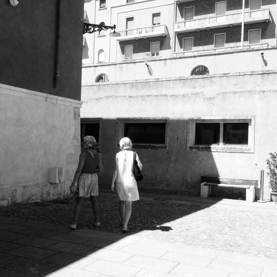 Urban corners Amptcommunity_street AMPt_community EyeEm Bnw Silouette