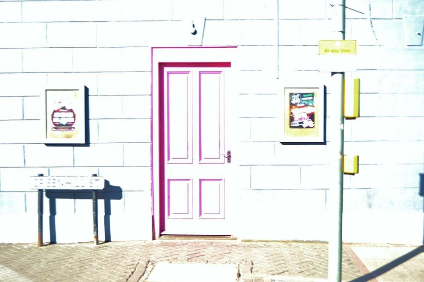 Highlight contrast Stradford Upon Avon Shakespeare Birth Place Door Traffic Lights Streetphotography Day Architecture Outdoors Building Exterior Window Visual Feast England The Street Photographer - 2017 EyeEm Awards The Architect - 2017 EyeEm Awards The Great Outdoors - 2017 EyeEm Awards The Photojournalist - 2017 EyeEm Awards BYOPaper!