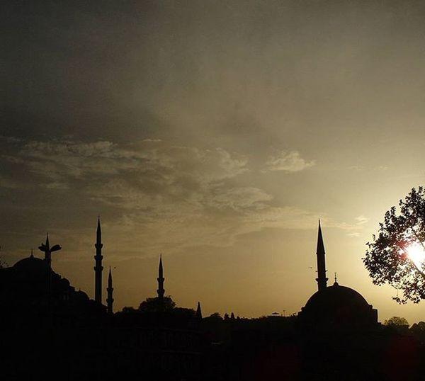 😎😎magicaL sunSeT iN istaNbuL yeSterDaY😎😎 Istanbul Visitistanbul Mosque Cityofmosques Wu_europe Wu_turkey Igersturkey Ig_turkiye Ig_turkey Carigrad Constantinople Istanbulwithlove Ig_sunrisesunset Sunsetlovers Ilovesunsets Splendid_shotz Skylovers Ic_skies Travelgram Travelturkey Ig_sharepoint Theeuropeancollective Maxjoy Silhuette Sightseeing lifeisgood ig_neverstopexploring natgeobalkan sunset_stream