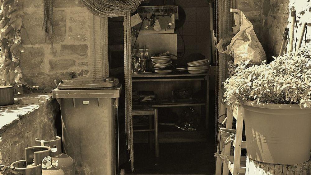 Cabinet Cucina Cucinaitaliana Day Domestic Room Home Interior Indoors  No People Piattiitaliani Rifugio Terrazza Vasellame