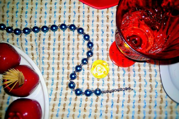 Kırmızı Renklerle Kızlarla GeceWith Altars Girls