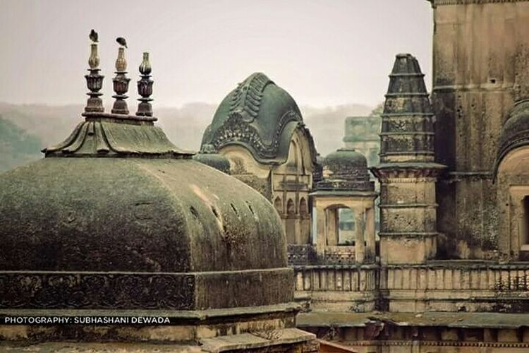 Monument clicked by my wife. Historical Monuments Hindu Temple Orchha Incredible India Incredibleindia EyeEm Best Shots EyeEm Best Shots - Architecture Architecture Historical Building