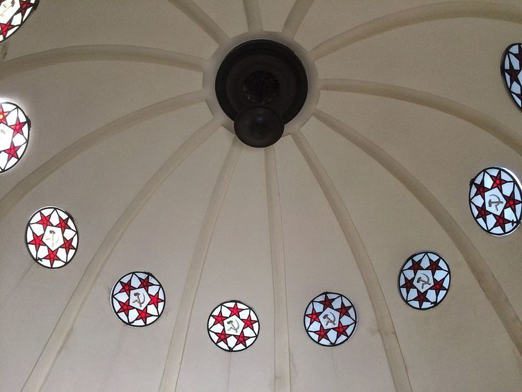 Sowjetisches Ehrenmal (Schönholzer Heide) Arch Architectural Design Architectural Feature Architecture Architecture And Art Built Structure Ceiling Circle Decoration Design Directly Below Dome Elégance Geometric Shape Hammer And Sickle Hanging Hanging Light Indoors  Lighting Equipment Low Angle View Modern Multi Colored Place Of Worship Red Star Stained Glass