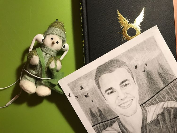 TakeoverMusic there's a story behind this: I always listen to music on my phone and Apple EarPods while I'm drawing (usually my Justin Bieber 🙃) and I'm listening to him lol Indoors  No People Close-up Day Drawing Art Justin Bieber Bieber Snowman