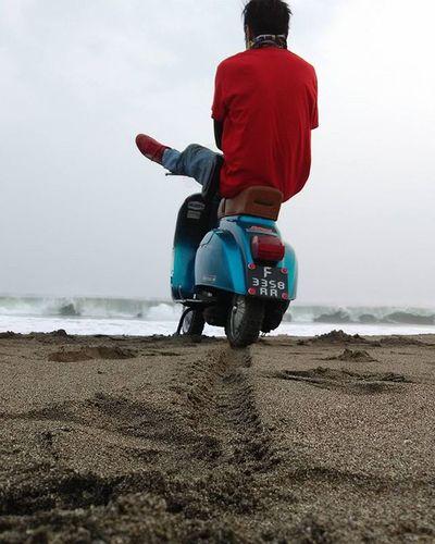 """Waiting The Sunset"" (Menunggu MENTARI Tengelam) Sunset Vespa Vespagram Vespalover Smallframe Beach Pelabuanratu Bopscoot Xiaomiphotograph Redmi1s Phonegraphy MiPhone MiIndonesia"