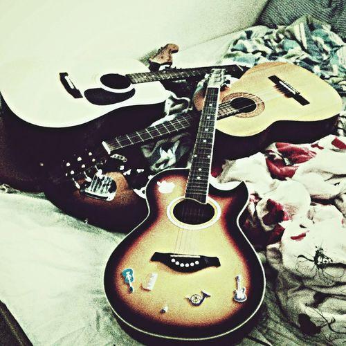 יש לו בחורות כמו מים Guitar Guitars