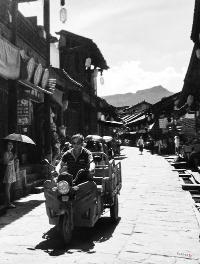 Taking Photos IPhone IPhoneography Iphonephotography Old Town Streetphotography Street Photography Vehicle People People Watching Monochrome Blackandwhite Black And White Sichuan