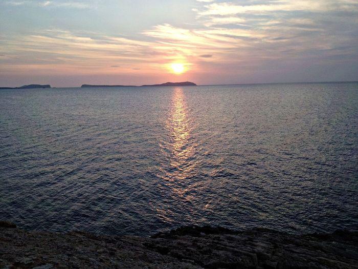 Con el islote de Conejera al fondo, esperando la primavera pronto. Ibiza