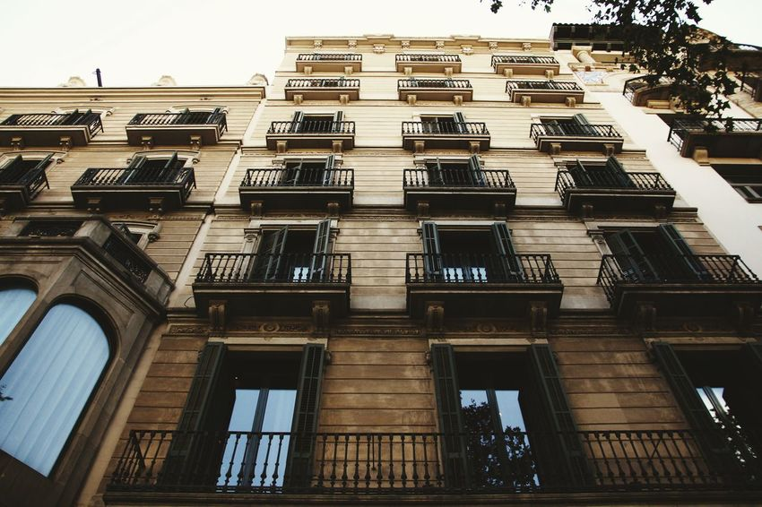 View. Architecture Building Exterior Low Angle View Built Structure Outdoors Architecture EyeEm Streetphotography City Canonphotography Taking Photos Building Barcelona Canon Photography SPAIN EOS Eyeemphoto Canonitalia First Eyeem Photo Eye4photography