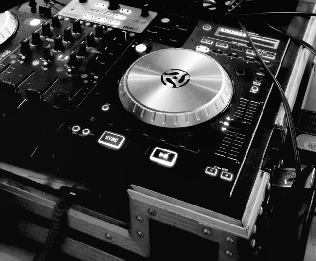 Music Technology Sound Recording Equipment Turntable Indoors  Record Arts Culture And Entertainment Recording Studio No People Night Close-up Record Player Needle Play Music Play Me A Song Time To Dance Feel The Music Music Brings Us Together Music Photography  Music Industry Music Is My Time Machine